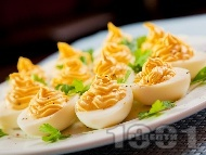 Фаршировани яйца с майонеза и горчица